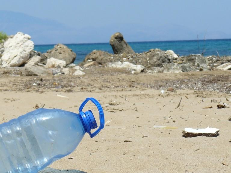 plastic-bottle-606881_960_720